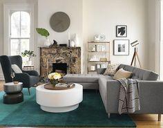 déco design, bergère gris anthracite, canapé d'angle gris taupe, tapis vert et parquet contrecollé