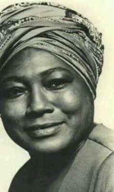 Esther Rolle When I see this face, for some reason I see Gaia. Mother Earth. Goddess. Maybe this is what SHE looks like.