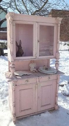 Shabby Chic. I hope this is in the lawn because its on the way to my house. #shabbychichomesdecorating