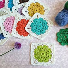 Crochet Squares Design The Maybelle Square Crochet pattern looks really lovely. These darling squares would make an adorable blanket. - The Maybelle Square Crochet pattern looks really lovely. These darling squares would make an adorable blanket. Point Granny Au Crochet, Grannies Crochet, Crochet Flower Squares, Beau Crochet, Crochet Diy, Crochet Motifs, Granny Square Crochet Pattern, Crochet Blocks, Crochet Stitch