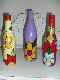 Casa de Boneca Decor: ♥ Garrafas recicladas...mais algumas ♥ Mosaic Bottles, Painted Glass Bottles, Recycled Glass Bottles, Glass Bottle Crafts, Painted Jars, Painted Wine Glasses, Decorated Bottles, Wine Bottle Glasses, Wine Bottle Art