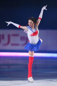 23日に東京・国立代々木競技場で行われた世界フィギュアスケート世界国別対抗戦エキシビションでロシアの世界女王、[[エフゲニア・メドベージェワ]]選手(17)が「美少女戦士セーラームーン」に成り切り、主題歌「ムーンライト伝説」を熱演した。 Evgenia Medvedeva Sailor Moon, Figure Skating Olympics, Alina Zagitova, Ice Girls, Ice Skaters, Women Figure, Gorgeous Women, Sexy Women, Ballet Skirt