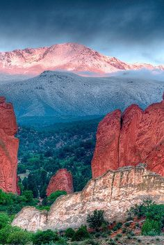 Garden of the Gods, Colorado, USA. I have been here--it's simply amazing. You can see Pike's Peak from here, too. Places Around The World, The Places Youll Go, Places To See, Pikes Peak, Photos Voyages, All Nature, Adventure Is Out There, New Mexico, Travel Usa