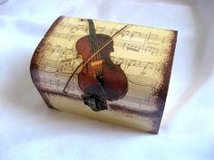 cutie lemn decorata 21553 - Lucruri de Mana