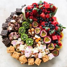 Amazing 30 Christmas food platters ideas – Page 10 Platter Board, Snack Platter, Party Food Platters, Dessert Platter, Cheese Platters, Fruit Platters, Cake Platter, Amazing Food Platters, Party Fruit Platter