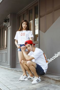 Park Jiwon and girlfriend wearing Idotshirt customized tshirt