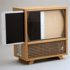 Jeffrey Stephenson has created a wooden case that turns your iPad Mini into a television set. Modeled after retro television sets, the. Wood Projects, Woodworking Projects, Woodworking Skills, Woodworking Plans, Popular Woodworking, Television Set, Idee Diy, Wooden Case, Wooden Ipad Stand