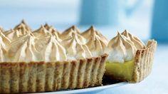 Mon ikke denne citrontærte skal afprøves i weekenden :) Cake Recipes, Dessert Recipes, Fashion Cakes, Occasion Cakes, Food Cakes, Delicious Chocolate, Food Inspiration, Deserts, Food And Drink