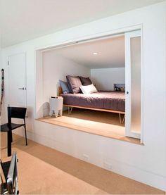 Hidden bed @ Home Improvement Ideas Verstecktes Bett @ Home Improvement Ideas Alcove Bed, Bed Nook, Cozy Nook, Japanese Bedroom, Japanese Apartment, Japanese Futon, Japanese House, Sleeping Nook, Hidden Bed