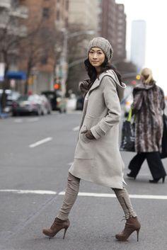 street style - the sartorialist. The Sartorialist, Winter Looks, Winter Wear, Autumn Winter Fashion, Fall Winter, Fall Fashion, Winter Layers, Winter Chic, Grey Fashion