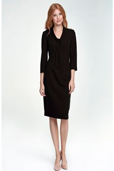 Love this Navy Blue Tie-Neck Dress on Office Dresses, Office Outfits, Dressing Chic, Simple Dresses, Dresses For Work, Mode Unique, Unique Fashion, Fashion Design, Classic Skirts