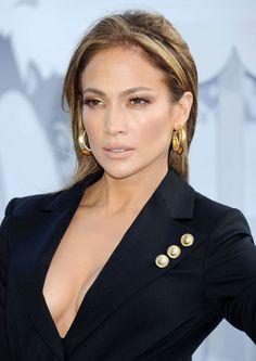 Jennifer Lopez at the 2015 MTV Movie Awards. http://beautyeditor.ca/2015/04/14/mtv-movie-awards-2015