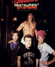 Red Hot Chili Peppers Throwback! Wow it's great to find pictures with Hillel ! <3 RIP he was a fantastic guitarist.