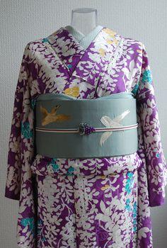 着納めということで刺繍カフェには袷の着物で行きました。 藤の花が描かれた着物。自分の名前に「藤」の字があるのでなんとなく贔屓の花です。 刺繍のイベント...