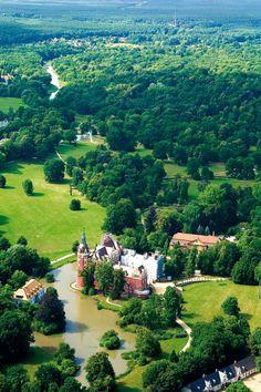 hellopoland: Nowy Zamek Parku Mużakowskim, Poland The Beautiful Country, Beautiful Places In The World, Visit Poland, Tatra Mountains, Real Estate Humor, Palace Garden, Beautiful Castles, Central Europe, Krakow