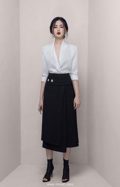 Womens Fashion Now .Womens Fashion Now Kpop Fashion Outfits, Ulzzang Fashion, Korean Outfits, Fashion Dresses, Fashion Hacks, Jeans Fashion, Hijab Fashion, Black Women Fashion, Look Fashion