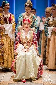 Mediterranean People, Folk Costume, Costumes, Greece Culture, Folk Fashion, Greek Mythology, Good Old, Traditional Outfits, Folk Art