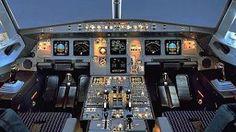 Die Elektronik im Cockpit eines Airbus A320.   (Quelle: dpa)