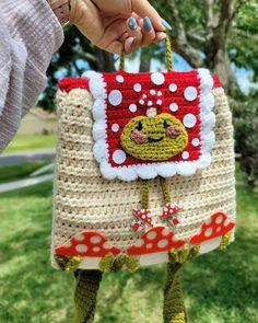 Crochet Backpack Pattern, Crochet Keychain Pattern, Crochet Amigurumi Free Patterns, Diy Crochet Projects, Crochet Crafts, Knitting Projects, Cute Crochet, Crochet For Kids, Crochet Mushroom