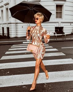"Polubienia: 8,948, komentarze: 104 – MICAH GIANNELI (@micahgianneli) na Instagramie: ""A little rain won't stop me slayin' ☔️ Dress from @hotmiamistyles"""