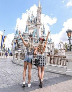 Disney world pictures, bff pictures, best friend pictures, travel p Cute Disney Pictures, Disney World Pictures, Friend Pictures, Travel Pictures, Bff Pics, Photography Winter, Funny Photography, Photography Magazine, White Photography