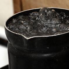 Какая температура кипения воды на вершине горы Эверест? 68°C! Температура кипения воды зависит от давления. Вблизи гидротермальных отверстий на дне вода может оставаться при температуре в несколько сот градусов по Цельсию в жидком состоянии.
