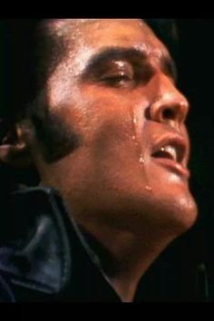 You don't see an artist nowadays puting this much into a performance as Elvis did. Look at his face!