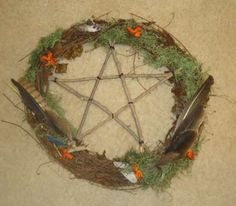 Crone's Wreath: Halloween Project — craftbits.com #craft #diy