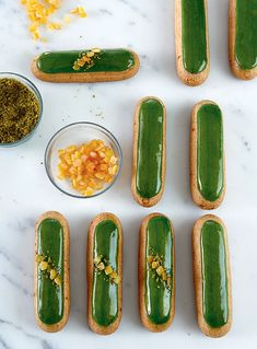 Pistachio and orange eclairs French Desserts, Just Desserts, Delicious Desserts, Dessert Recipes, Profiteroles, Choux Pastry, Pastry Chef, Pastry Recipes, Baking Recipes