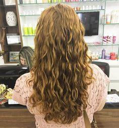 wavy hair; natural hair; deva cut; deva curl; ginger; wavy; haircut; cabelo ondulado; cabelos ondulados; corte de cabelo; ruiva; no poo; low poo (instagram: @lucaschair)