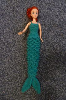 Crochet Toys Barbie Clothes Fed up of skimpy mermaid outfits for dolls? A cross between a mermaid's tail and an evening dress, this crochet dress should keep any little girl happy! Crochet Barbie Patterns, Barbie Clothes Patterns, Crochet Dolls, Crochet Bebe, Cute Crochet, Beautiful Crochet, Knitting Dolls Clothes, Crochet Barbie Clothes, Mermaid Dress Pattern