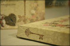 Romantic roses guestbook / wishbook -  Vintage wedding stationery - Beyond Verve