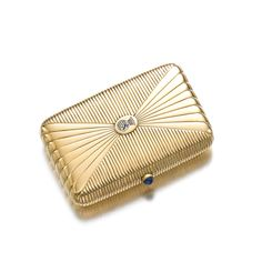 Gold and sapphire vanity case, late century, Russian. Designed as a fluted gold case, the front applied with the arms of a Count in blu. Art Deco Fashion, Fashion Jewelry, International Jewelry, Cigarette Case, 1920s Art Deco, Antique Bottles, Gems Jewelry, Carat Gold, Vintage Accessories