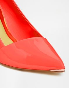 Immagine 4 di Ted Baker - Naretta - Décolleté a punta in vernice arancione con tacco