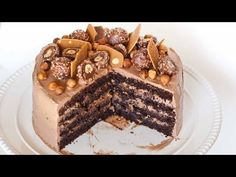 Do you enjoy the chocolate and hazelnut flavors of the popular Ferrero Rocher candy? You'll love those same flavors in this Ferrero Rocher cake made with haz. Food Cakes, Cupcake Cakes, Cupcakes, Nutella Recipes, Cake Recipes, Dessert Recipes, Chocolates, Tatyana's Everyday Food, Kolaci I Torte
