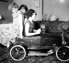 Old Photo – Ladies In a Car