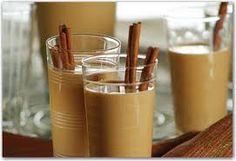INTXAURSALSA  (crème aux noix)  Dessert typique basque, apprécié en période des fêtes de fin d'année, un dessert des plus anciens qui puisse existé. C'est une sauce à base de noix, de lait, de crème et de cannelle. Parfaite pour accompagner des desserts au autre type de plat. Elle peut se déguster tiède ou bien fraiche.