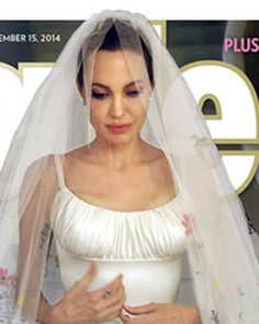 Angelina Jolie and Brad Pitt have finally released their wedding photos, with the snaps appearing in the current issue of People magazine in the US and Hello! The photos show. Angelina Jolie Hijos, Angelina Jolie Dress, Angelina Jolie Wedding, Brad Pitt And Angelina Jolie, Donatella Versace, Gianni Versace, Versace Gown, Wedding Album, Wedding Pics