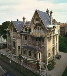 The Villa Majorelle (1901-1902) Nancy, France / architectes: Henri Sauvage avec Lucien Weissenburger / http://www.culture.gouv.fr/culture/inventai/itiinv/archixx/pann/p42.htm