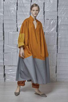Vika Gazinskaya Spring 2018 Ready-to-Wear Fashion Show Collection: See the complete Vika Gazinskaya Spring 2018 Ready-to-Wear collection. Look 6 Abaya Fashion, Runway Fashion, Boho Fashion, Fashion Show, Fashion Dresses, Fashion Looks, Womens Fashion, Fashion Design, Linen Dresses