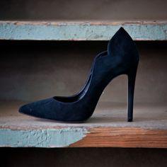 Keep up with chic black pumps #followSANTE #shopSANTE