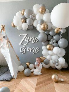 1st Birthday Girl Decorations, Boys 1st Birthday Party Ideas, 1st Birthday Cake Smash, Balloon Decorations Party, Baby First Birthday, Baby Shower Decorations, Balloon Garland, Baby Shower Balloons, Birthday Balloons