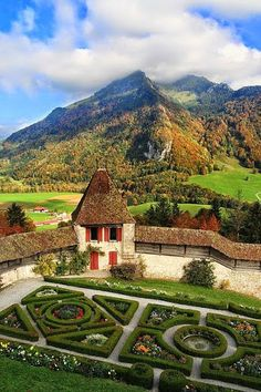 The Gardens of Chateau de Gruyeres, Switzerland. The Castle of Gruyères, located in the medieval town of Gruyères, Fribourg, is one of the most famous in Switzerland. It is a Swiss heritage site of national significance. What A Wonderful World, Beautiful World, Beautiful Gardens, Beautiful Places, Oh The Places You'll Go, Places To Travel, Places To Visit, Evian Les Bains, Design Jardin