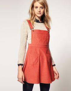 Pinning a pinafore dress <3