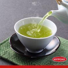 eşil çayda kafein olduğunu biliyor muydunuz? Yeşil çayı kafeinin uyandırıcı etkisini hissedebileceğiniz, enerjiye ihtiyacınız olan gündüz saatlerinde için. Örneğin, kahvaltıdan ve öğle yemeğinden 15 dakika sonra içilen yeşil çay, yağ yakımını kolaylaştırır!