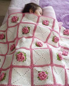 """41 Likes, 3 Comments - Büşra Özkaya Yarlı (@busra_ozkayarli) on Instagram: """" Keyifle örüyorum. Hayırlı sabahlar herkese #pembeaşkı #crochetblanket…"""""""