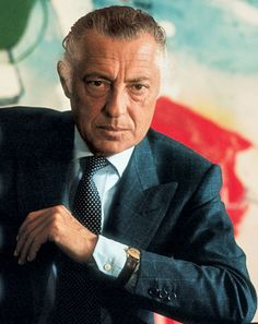 Gianni Agnelli, Always wore his watch OUTSIDE his sleeve. He treated his time was valuable, as should we.