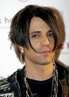 The character Criss is supposed to look a lot like him. Criss Angel Mindfreak, Best Magician, Off Broadway Shows, Angel Pictures, Gorgeous Men, Beautiful Guys, Celebs, Celebrities, Attractive Men