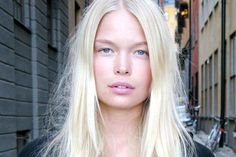 How to Touch Up Platinum Blonde Hair at Home. Lighten your roots without going to the salon. Blonde Hair At Home, Dyed Blonde Hair, Platinum Blonde Hair, Pale Skin Makeup, Hair Pale Skin, Blonde Roots, Blonde Hair With Highlights, Cool Blonde, Blonde Color