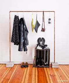 Make It: Easy DIY Copper and Concrete Clothes Rack » Curbly | DIY Design Community http://fun.kyti.me/index.php/2013/08/copper-concrete-clothes-rack-diy/